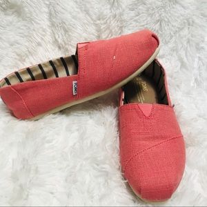 TOMS • Coral pink canvas slip ons women's sz 8